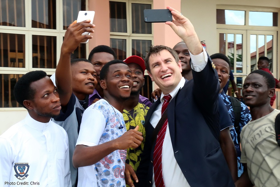 Picture of Mr. Laurence J. Socha, Cultural Affairs Officer of the United States Embassy and Consulate in Nigeria taking a selfie with some students after the interactive session held on May 9, 2018