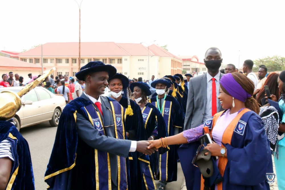 A Courageous Handshake With Ful Vice-chancellor, Prof. Akinwumi Earns Fatimah Scholarship